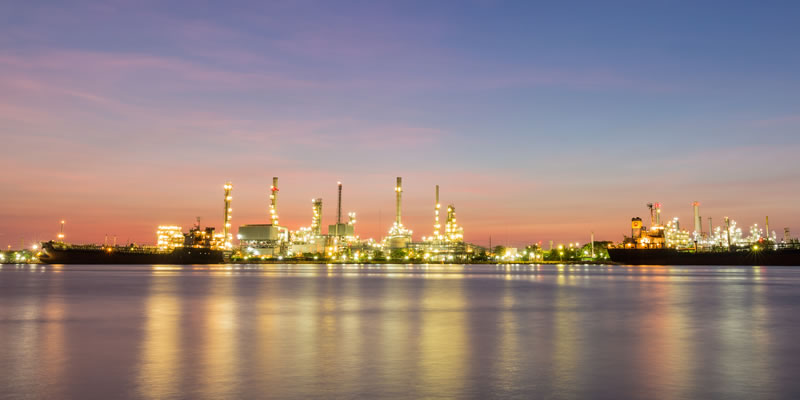 4-oilrefinery-opt.jpg